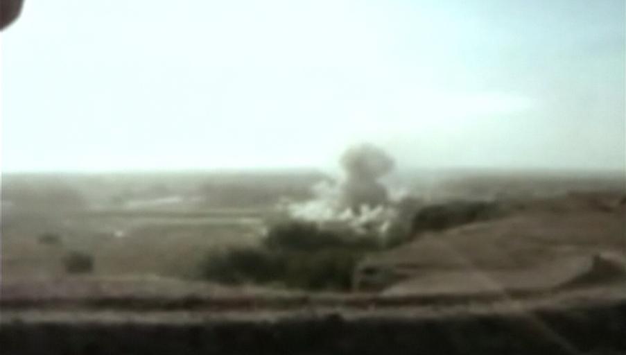 Bombardement de 4 heures avec 2000 livres de missiles par l'armée américaine sur la maison où était Omar Khadr (2002-07-27)